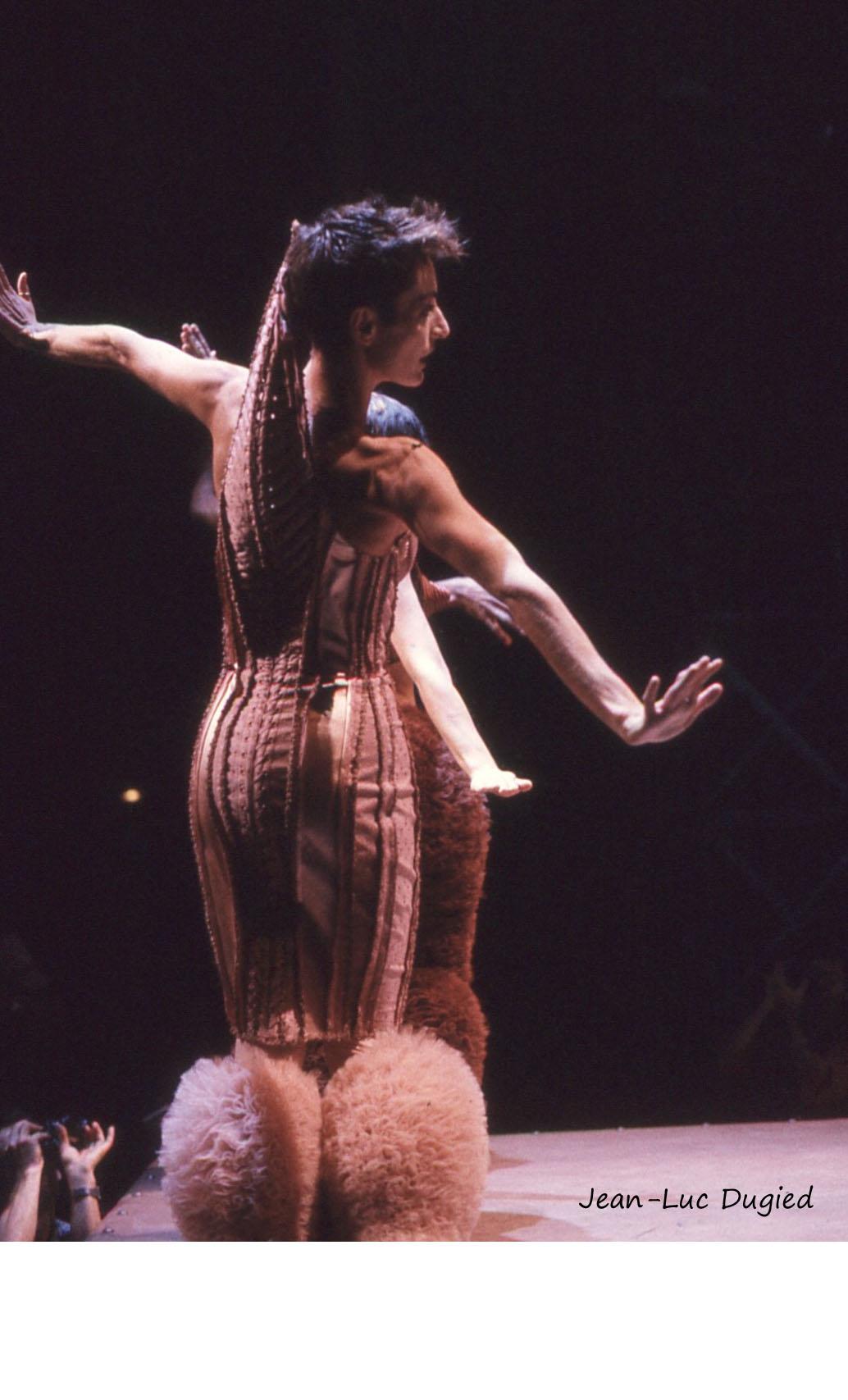 16 Chopinot Régine - le défilé de Jean-Paul Gaultier - 1985