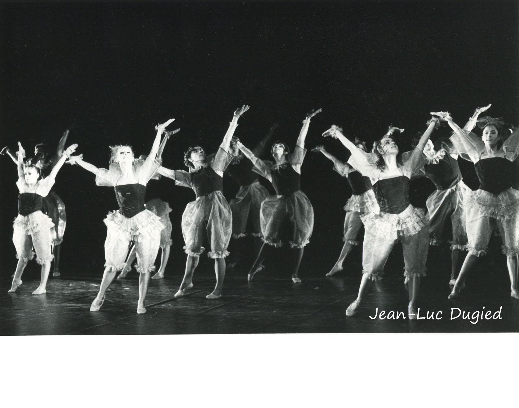 23 Jeune Ballet de France 3 - sur un fil - chor. Philippe Cohen - 1986