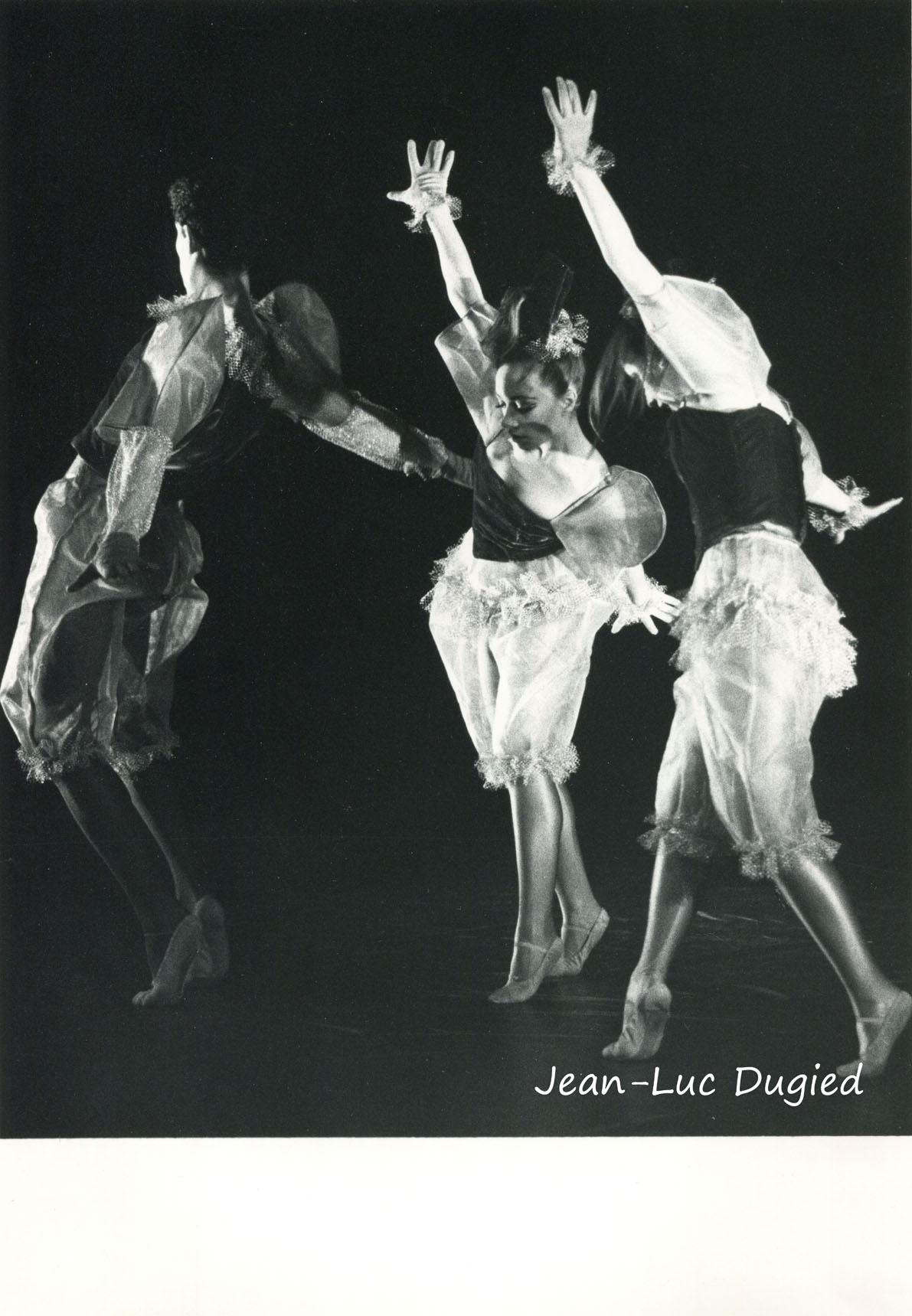 24 Jeune Ballet de France 3 - sur un fil - chor. Philippe Cohen - 1986