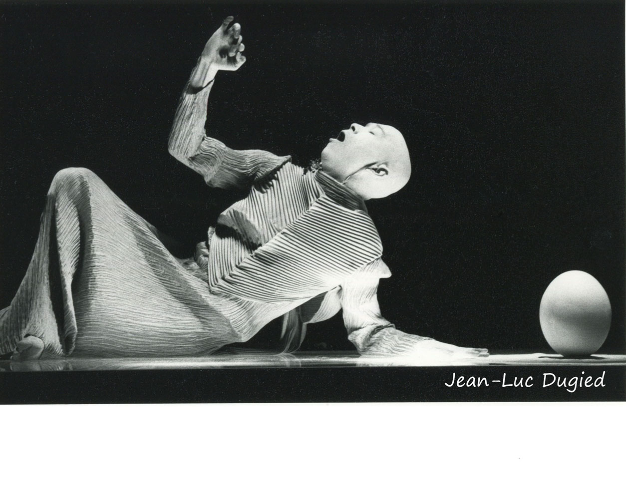 27 Sankai Juku - Unetsu (des oeufs debout par curiosité ) - chor. Ushio Amagatsu - 1986