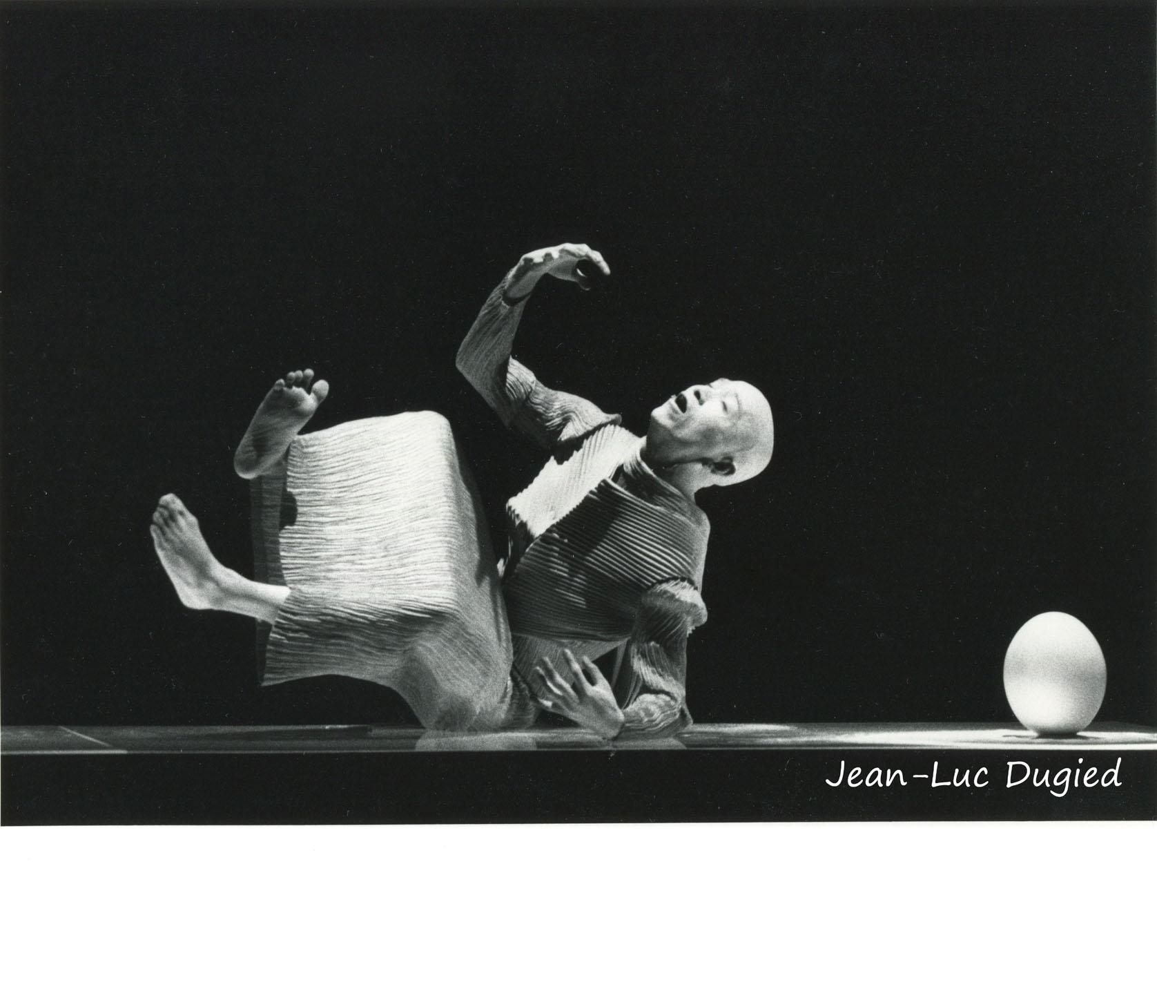 28 Sankai Juku - Unetsu (des oeufs debout par curiosité) - chor. Ushio Amagatsu - 1986