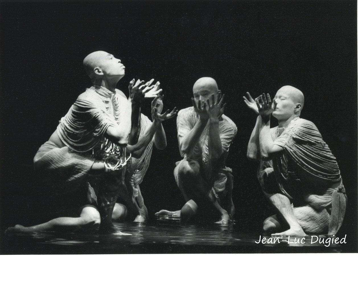 30 Sankai Juku - Unetsu (des oeufs debout par curiosité) - chor. Ushio Amagatsu - 1986